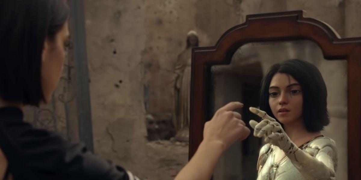 Dua Lipa en el vídeo de 'Swan Song'