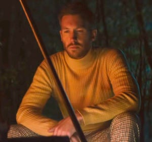 Calvin Harris en el videoclip de 'Giant'