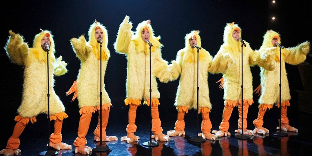 Los Backstreet Boys y Jimmy Fallon vestidos de pollos