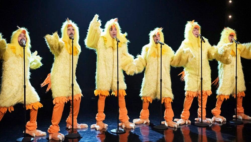 Los Backstreet Boys y Jimmy Fallon vestidos de pollos