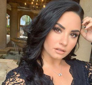 Demi Lovato de dama de honor en la boda de una amiga