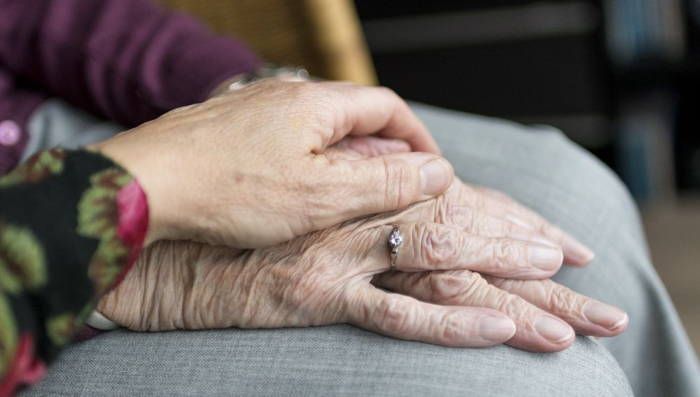 Manos de ancianos (Archivo)