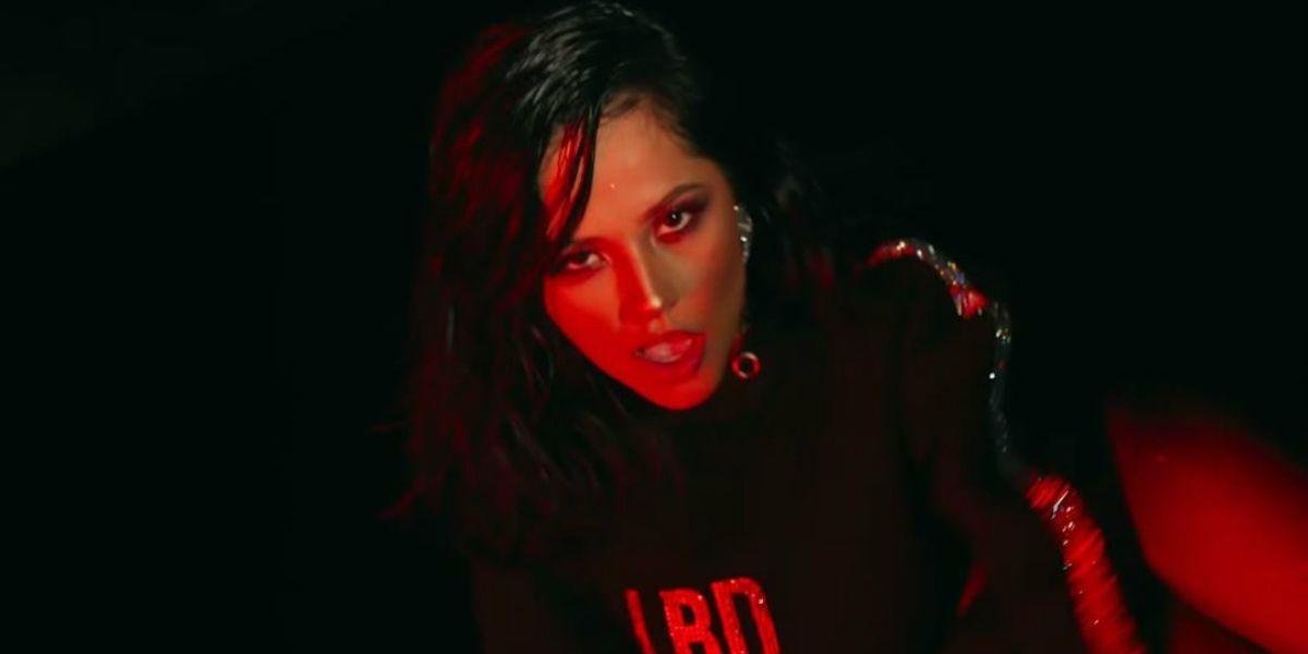Becky G en el videoclip de 'LBD'