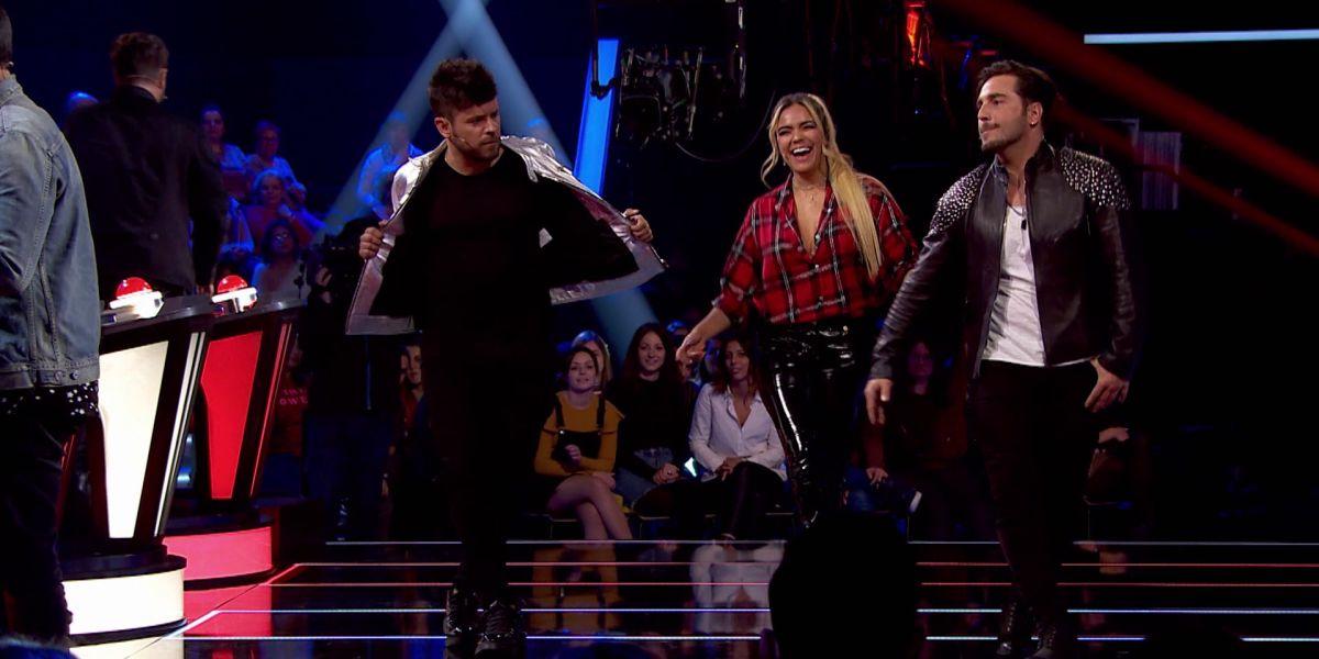 Karol G enseña a mover la pelvis a Pablo López y David Bustamante al ritmo de 'Mi cama' en los Asaltos de 'La Voz'
