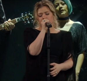 Kelly Clarkson versiona 'Shallow' de Lady Gaga