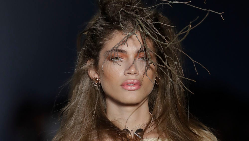 Valentina Sampaio en la New York Fashion Week