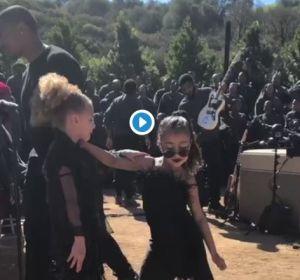 North West, hija de Kim Kardashian, enamora bailando a ritmo de un coro de gospel