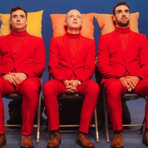 Two Door Cinema Club en el videoclip de 'Talk'