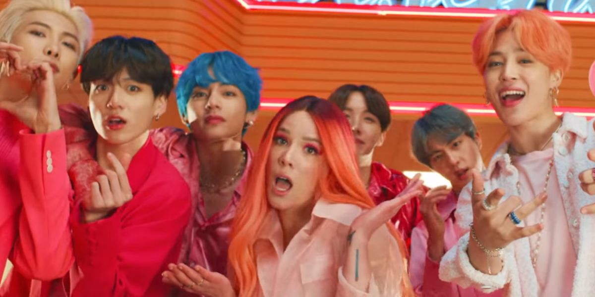 Halsey y BTS en el videoclip de 'Boy With Luv'