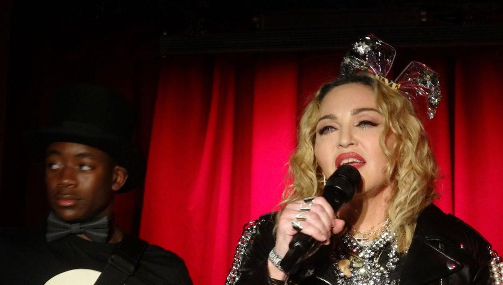 Madonna en una actuación sorpresa en un bar de Nueva York