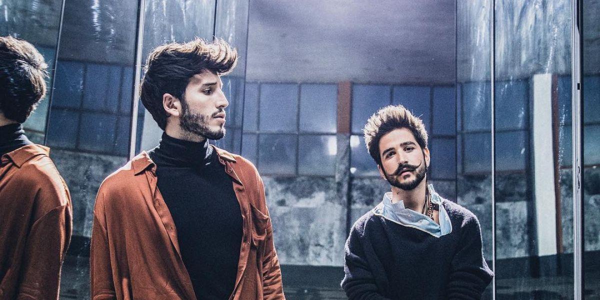Sebastián Yatra y Camilo en el vídeo de 'En Guerra'