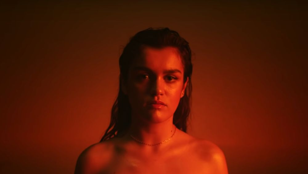 Amaia en el videoclip de 'El Relámpago'