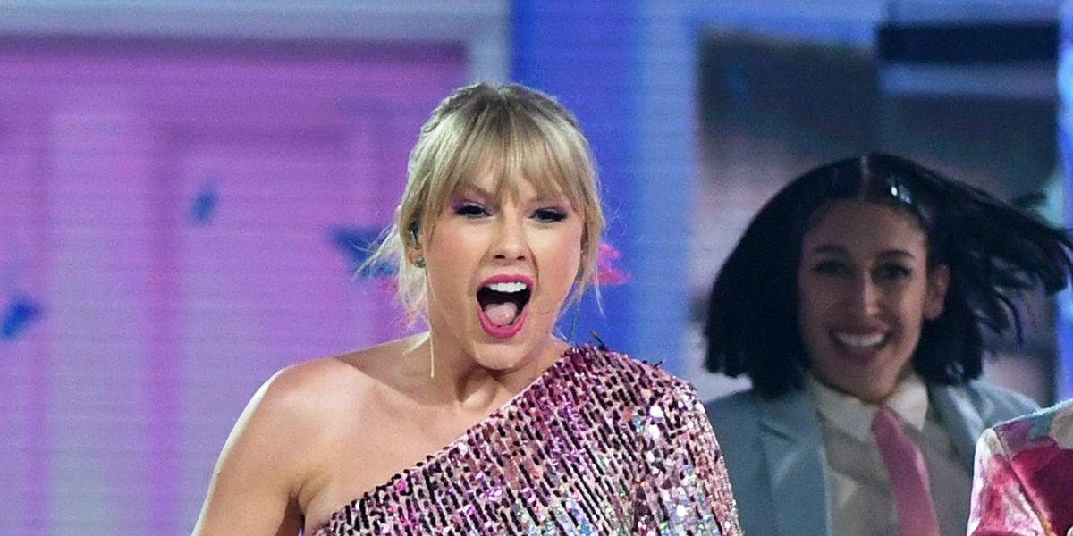 Taylor Swift durante su actuación en los Billboard Music Awards 2019