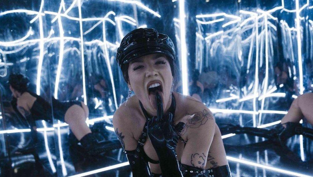 Halsey en el vídeo de Nightmare