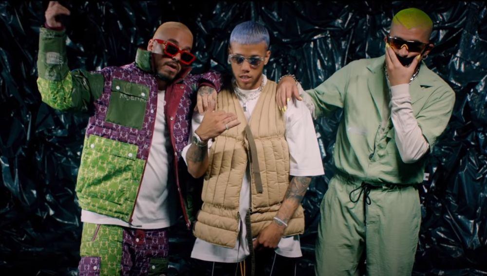 J Balvin, Jhay Cortez y Bad Bunny en el vídeo de 'No Me Conce (Remix)'