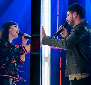 Aitana y Cepeda durante su actuación 'No puedo vivir sin ti'