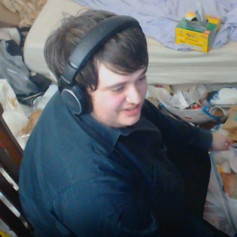 El 'streamer' que no limpia desde 2005: así de sucia está su habitación