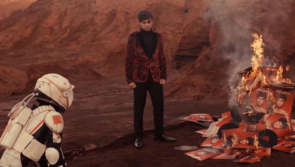 Alfred García en el vídeo de 'Wonder'