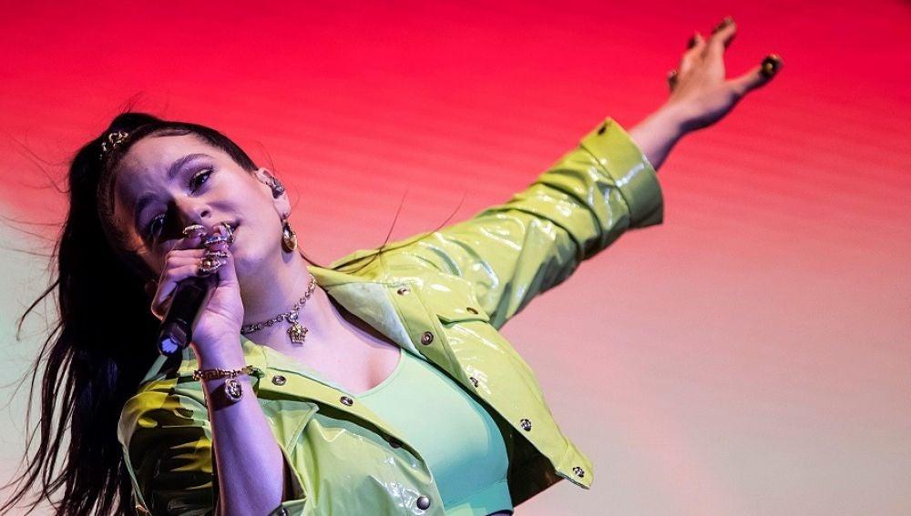 La cantante Rosalía durante su actuación en el festival 'O Son do Camiño'