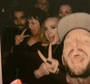 Adele, con sus amigos, en el concierto de las Spice Girls