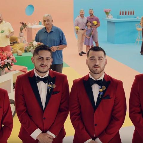 Bad Bunny y Los Rivera Destino en el vídeo de 'Flor'