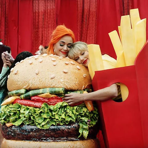 Katy Perry y Taylor Swift en el videoclip de 'You need to calm down'