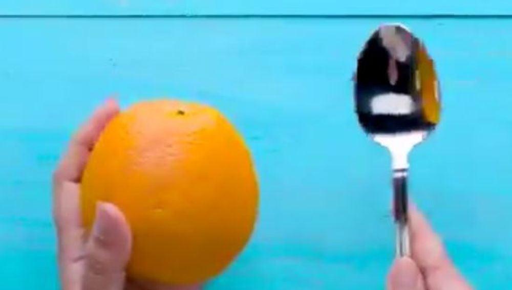 ¿Serías capaz de pelar una naranja con una cuchara?