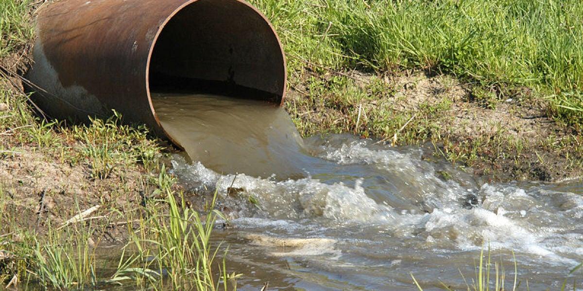 Es necesario buscar tratamientos alternativos que permitan una degradación eficiente de los contaminantes orgánicos en las aguas residuales.