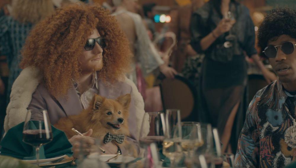 Ed Sheeran y Travis Scott en el videoclip de 'Antisocial'