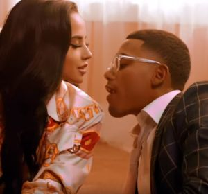 Becky G y Myke Towers