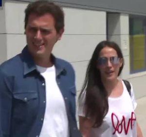 Albert Rivera sale del hospital con Malú