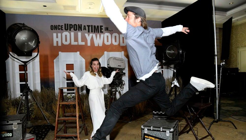Brad Pitt le gasta una broma a Margot Robbie