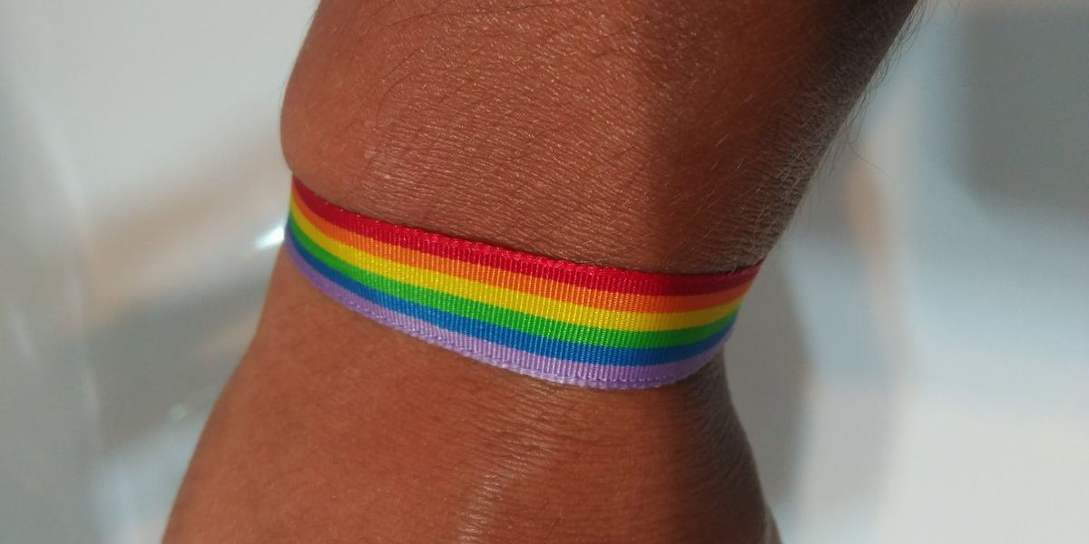 La pulsera por la que recibió críticas homófobas