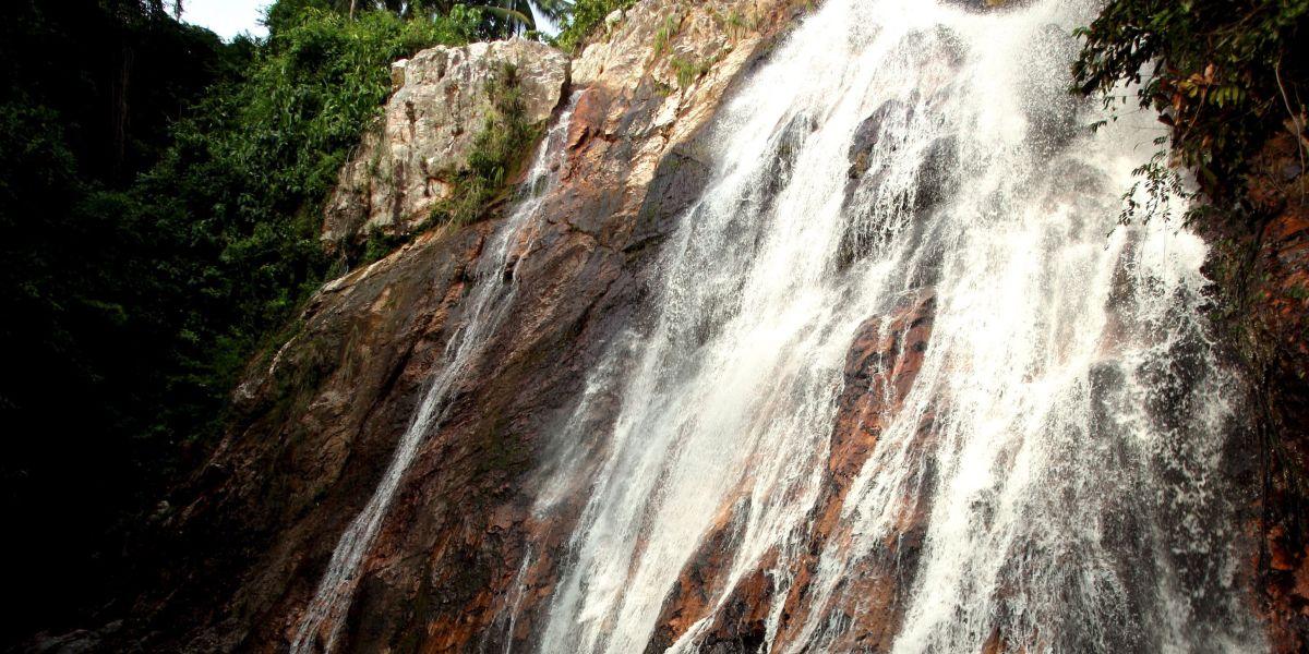 Vista de la cascada Na Meung, en la isla de Ko Samui, cercana a la de Na Meung 2, en la que se produjo el accidente