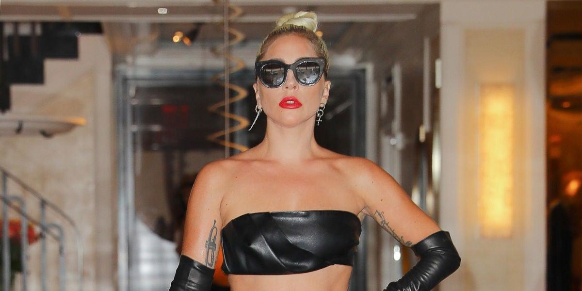 Lady Gaga saliendo de su apartamento de Nueva York