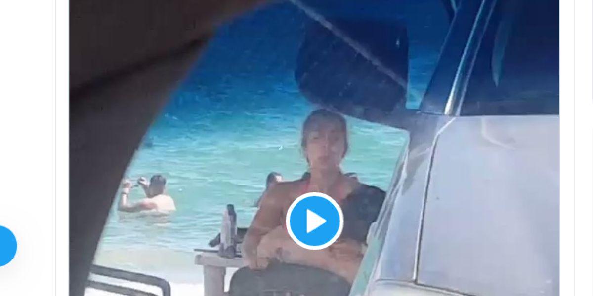 Pillan a una pareja teniendo sexo en la playa