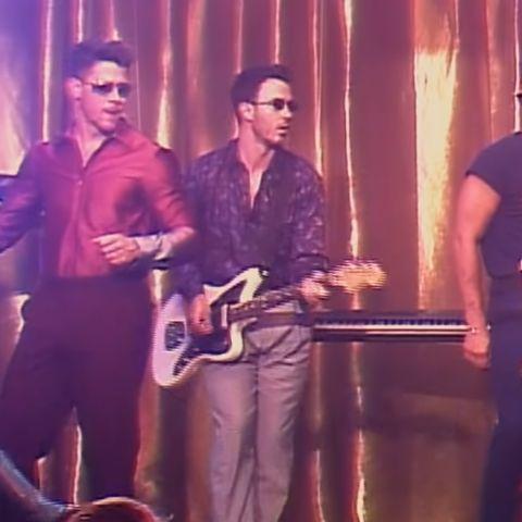 Los Jonas Brothers en el videoclip de 'Only Human'