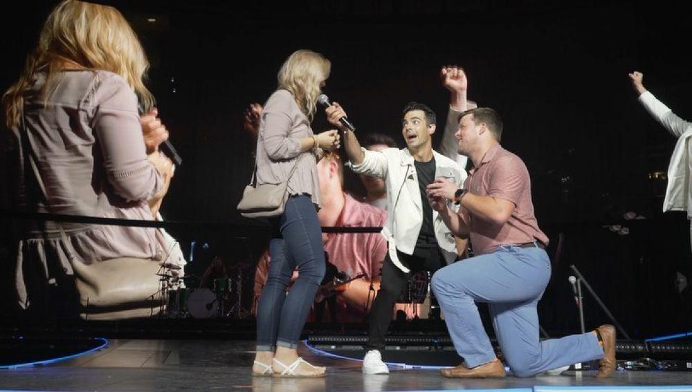 Los Jonas Brothers, testigos de una pedida de matrimonio en uno de sus conciertos