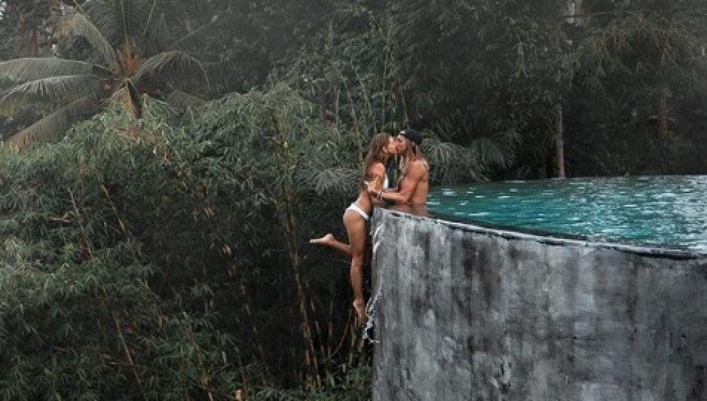 La arriesgada fotografía de una pareja de 'instagramers' que provoca la polémica en la red social