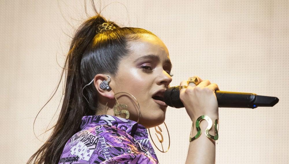 Rosalía en pleno concierto