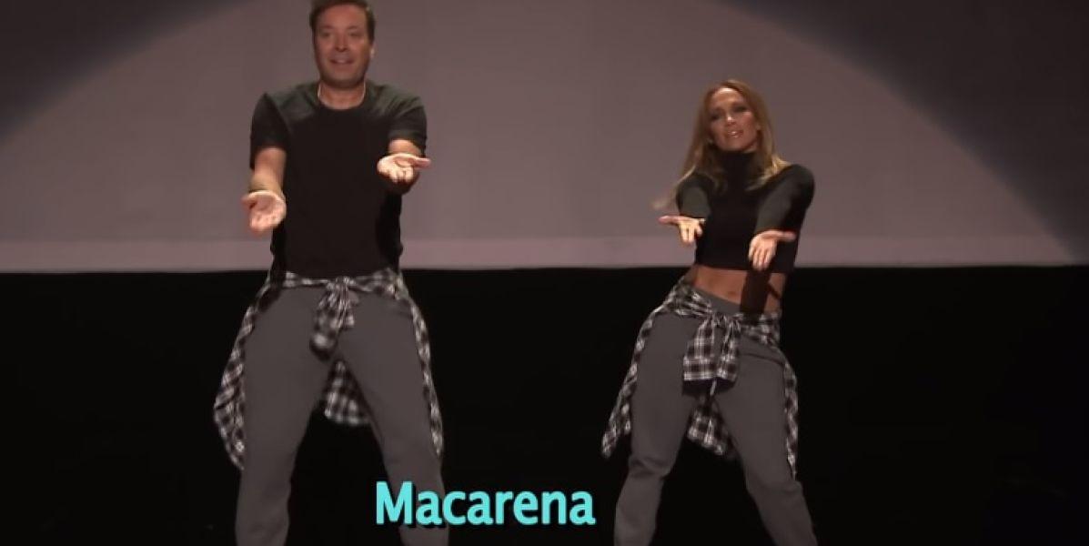 Jennifer Lopez y Jimmy Fallon bailando La Macarena