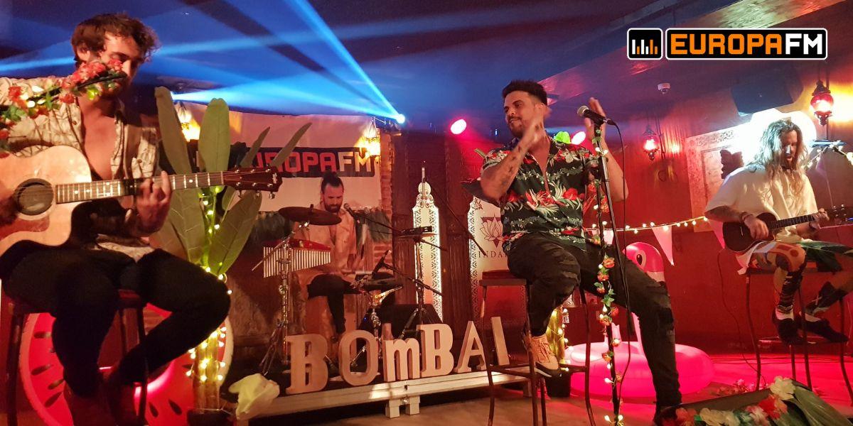 Bombai durante su concierto en Pamplona