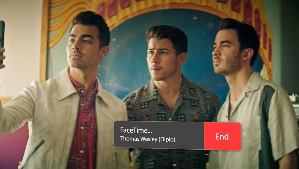 Jonas Brothers llamando a Diplo en 'Lonely'