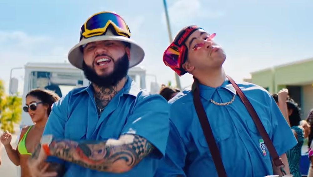 Farruko y Bad Bunny en el videoclip de 'La Cartera'