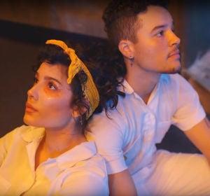 Halsey y su hermano Sevian en el vídeo de 'Clementine'