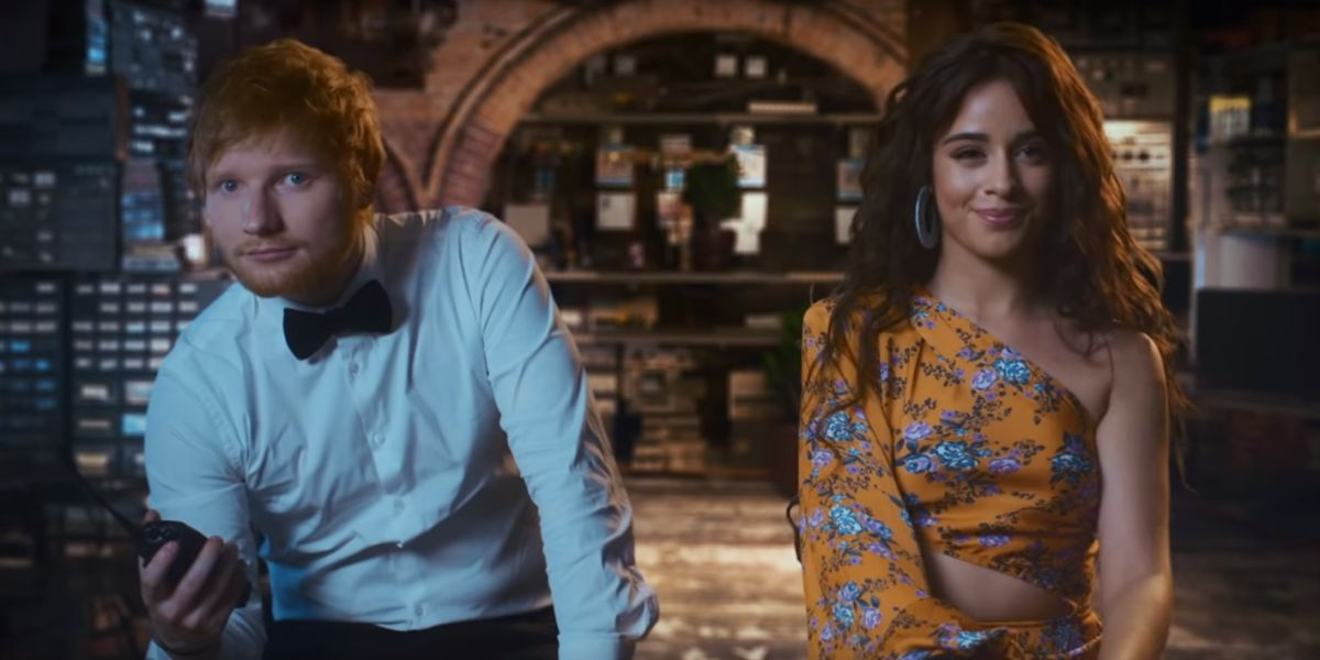 Ed Sheeran y Camila Cabello en el vídeo de 'South of the Border'
