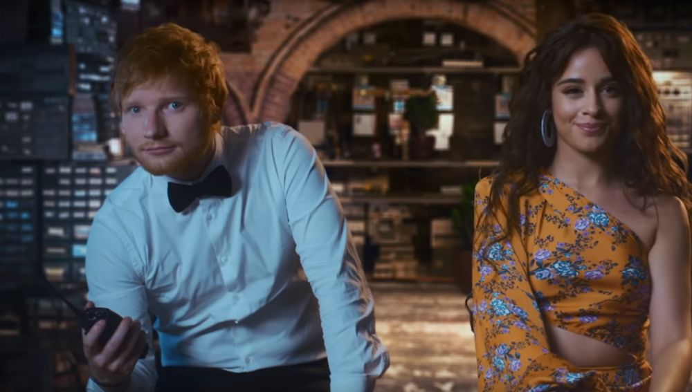 Ed Sheeran y Camila Cabello en el vídeo de 'South of the Border'