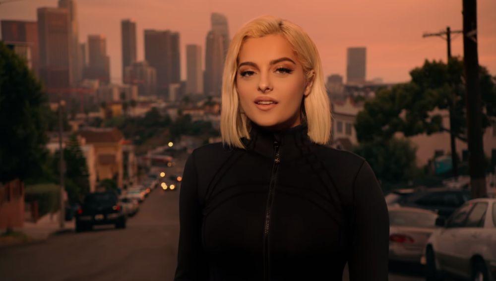 Bebe Rexha en el videoclip de 'You Can't Stop The Girl'