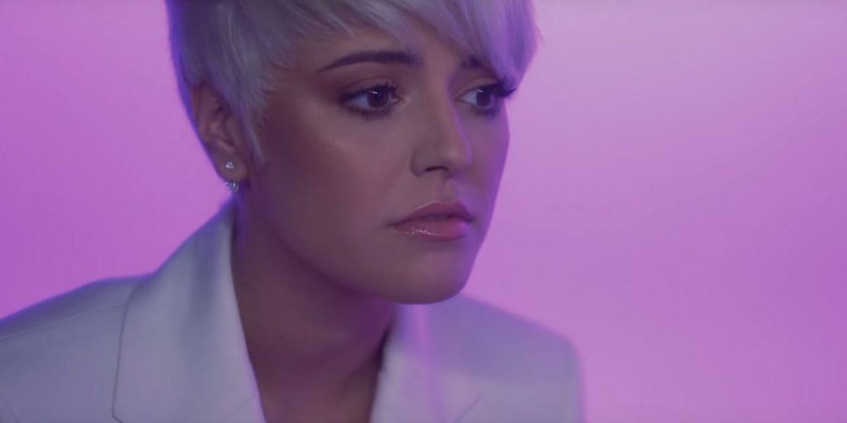Alba Reche en el videoclip de 'Caronte'