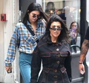 Kourtney Kardashian y su hermana Kendall Jenner